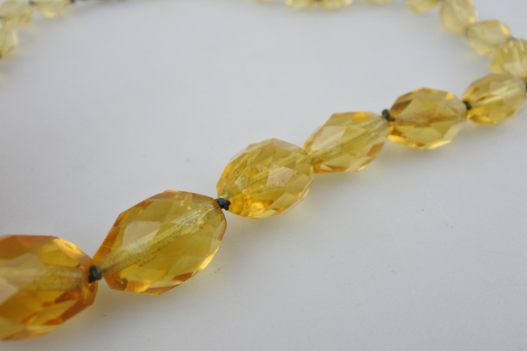 vi-ambernecklace