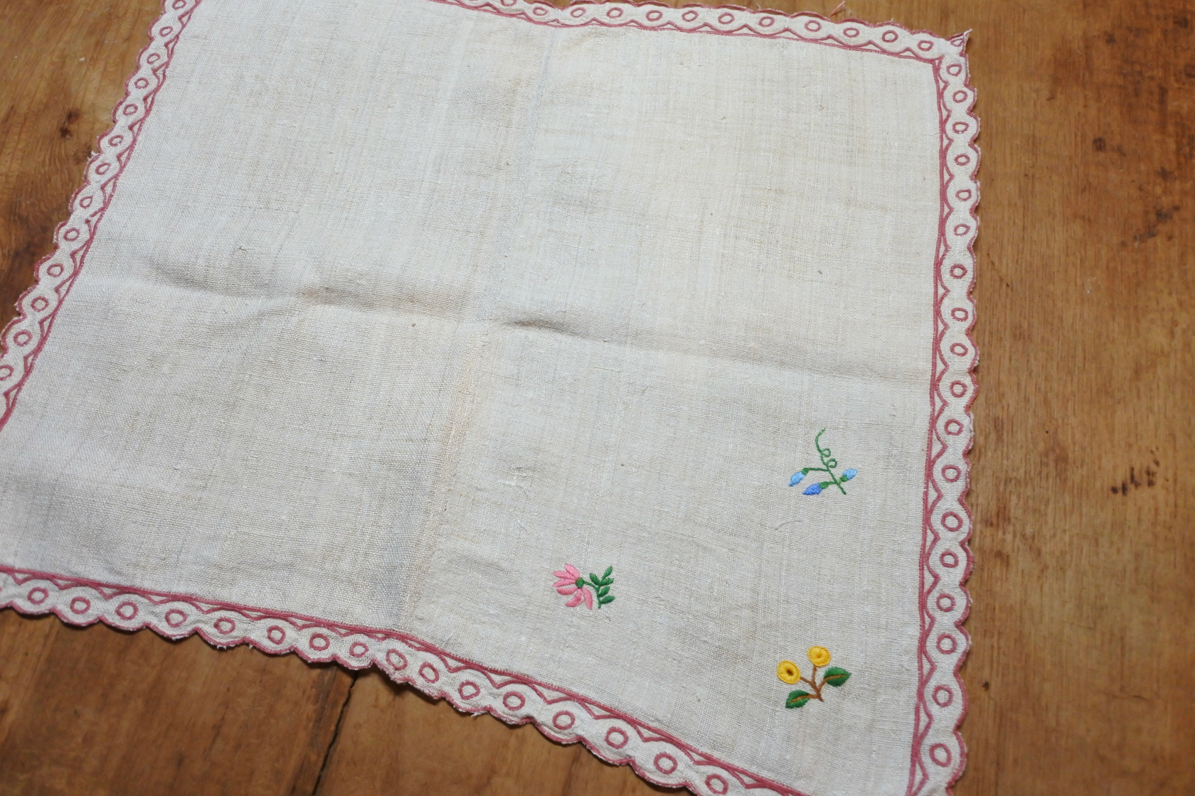 vi-fr-embroiderednapkin-a
