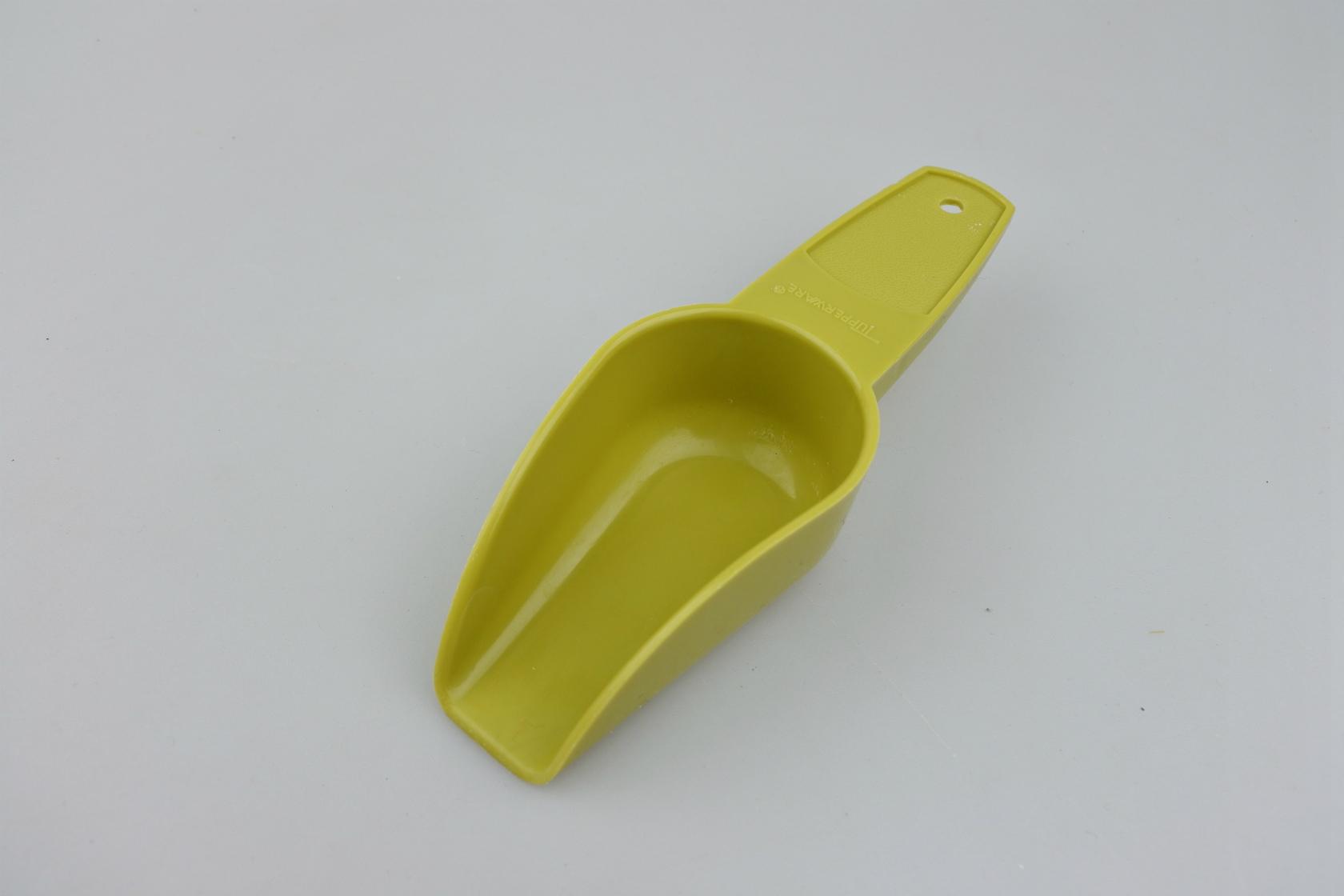 tupper-scoop-avo