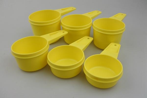 vi-tupperware-measuringcup-yl