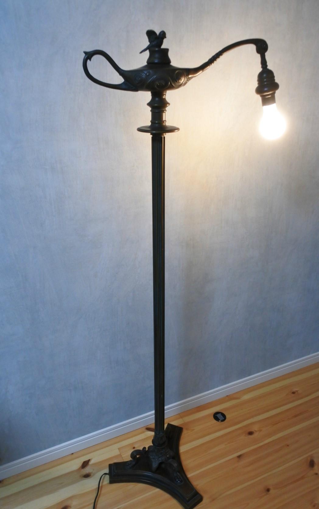 vi-floorlamp