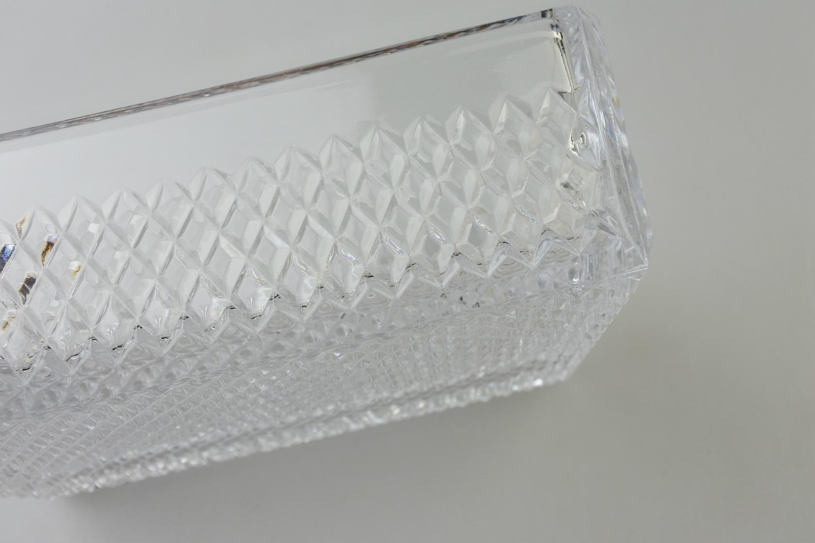 vi-koshidacrystal