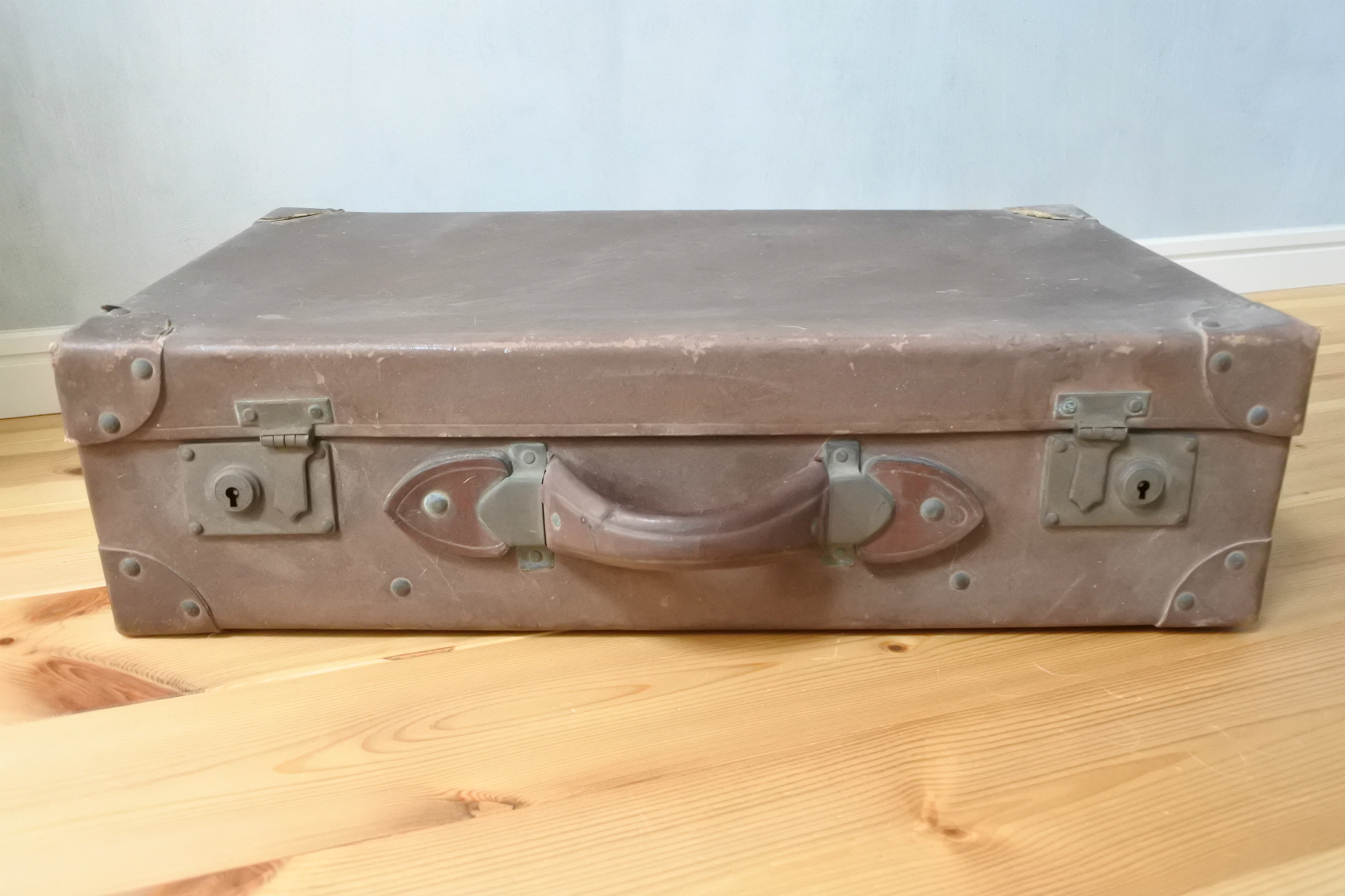 vi-lether-trunk